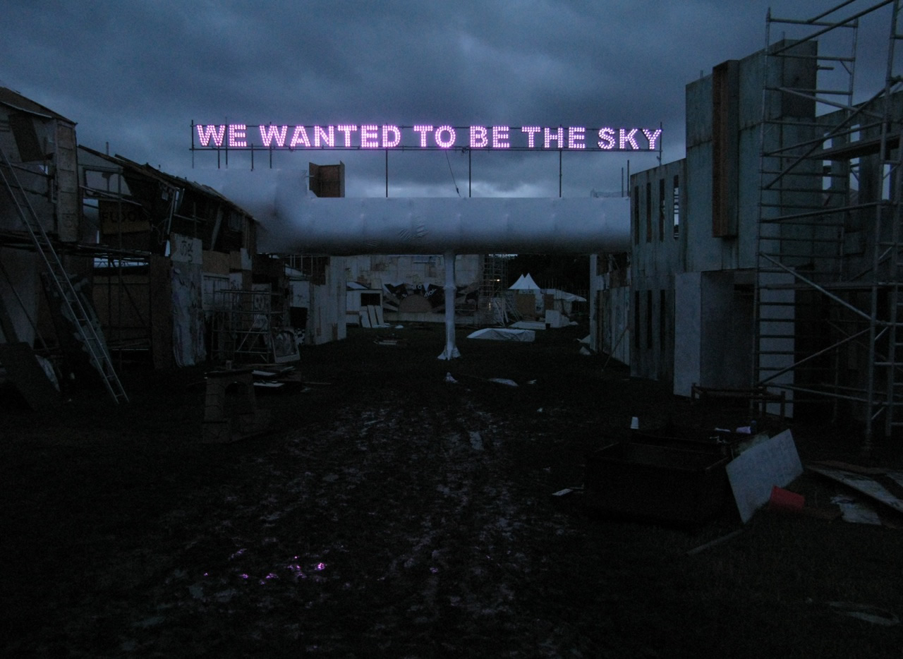 tim_etchells_we_wanted_to_be_the_sky_01_full